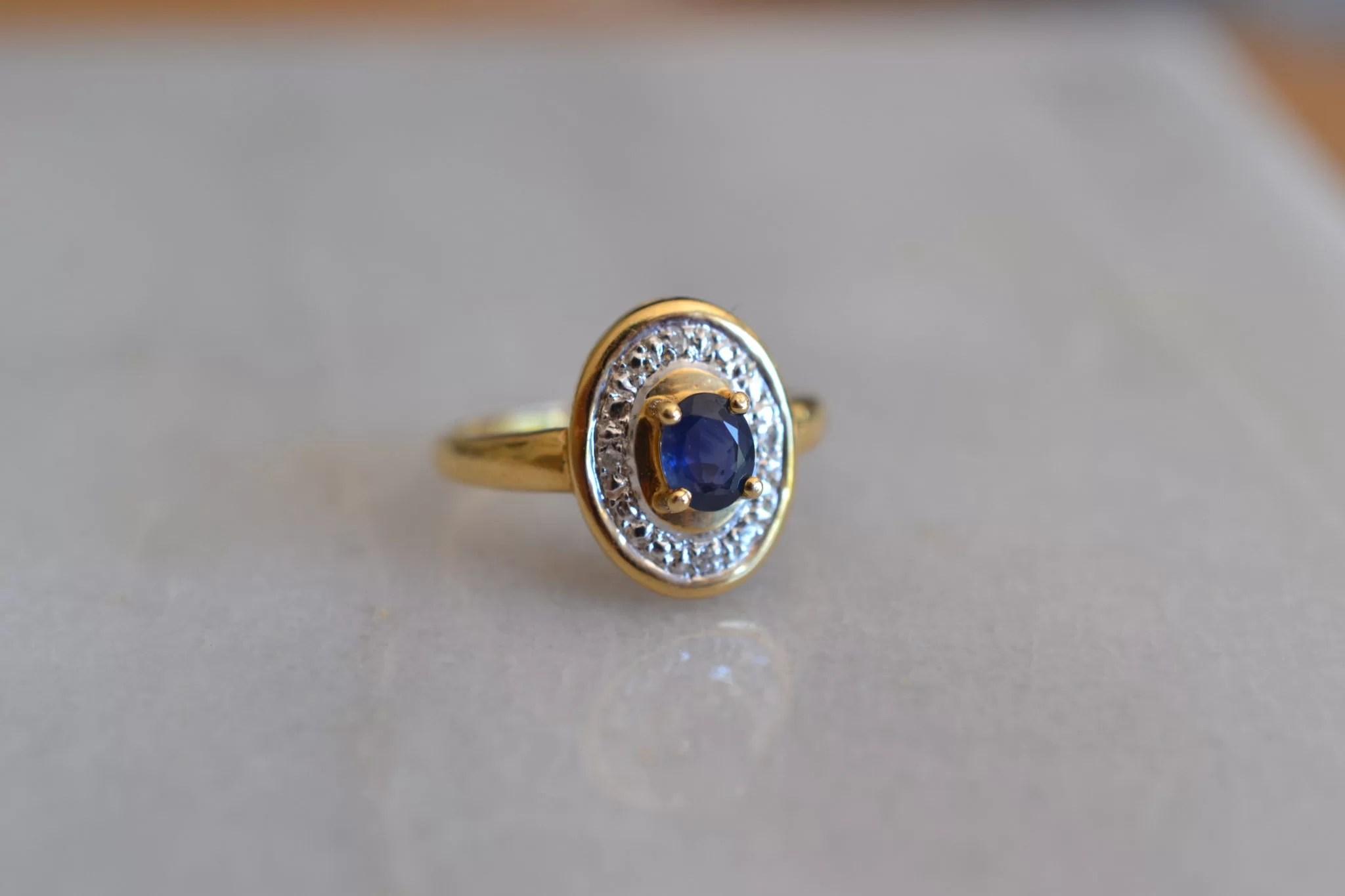 Bague saphir et 4 diamants, en Or jaune 18 carats, 750:1000 - Bijoux vintage