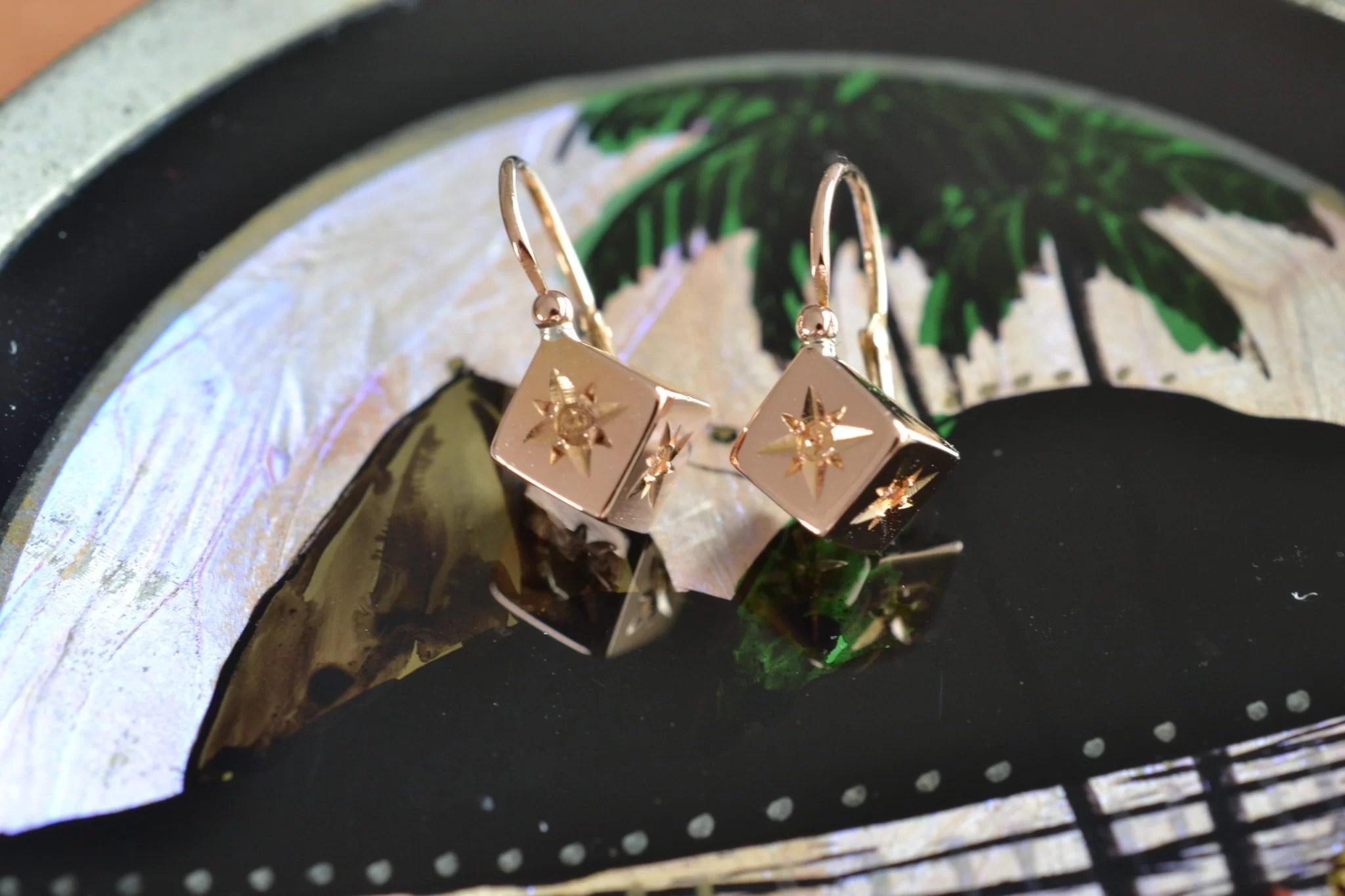 Boucles D'oreilles Anciennes En Or - Dormeuses Cubes Carré - En Or 18 Carats - Bijoux Vintage En Or - Mariage Seconde Main