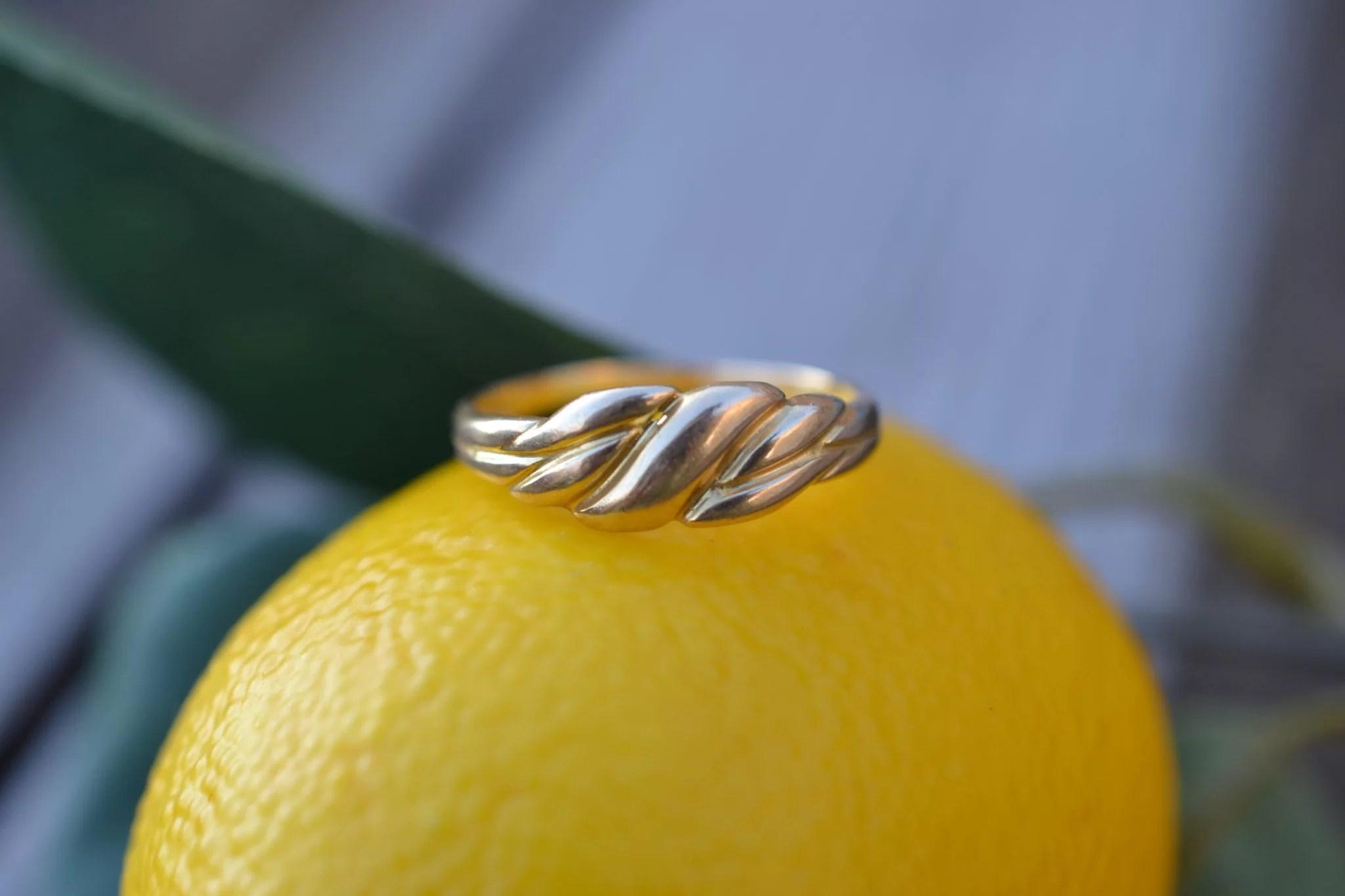Bague en Or jaune à décor godronné sans pierre - bague de fiançailles vintage
