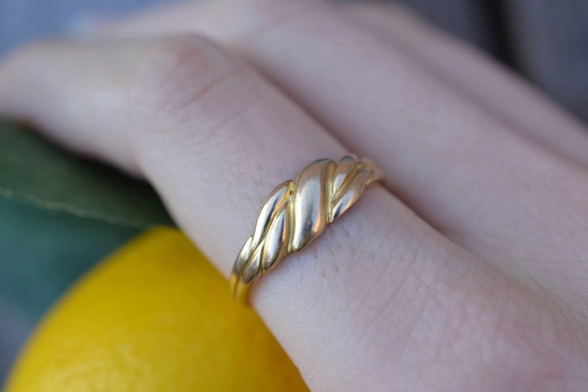 Bague en Or jaune à décor godronné sans pierre - bijou de seconde main