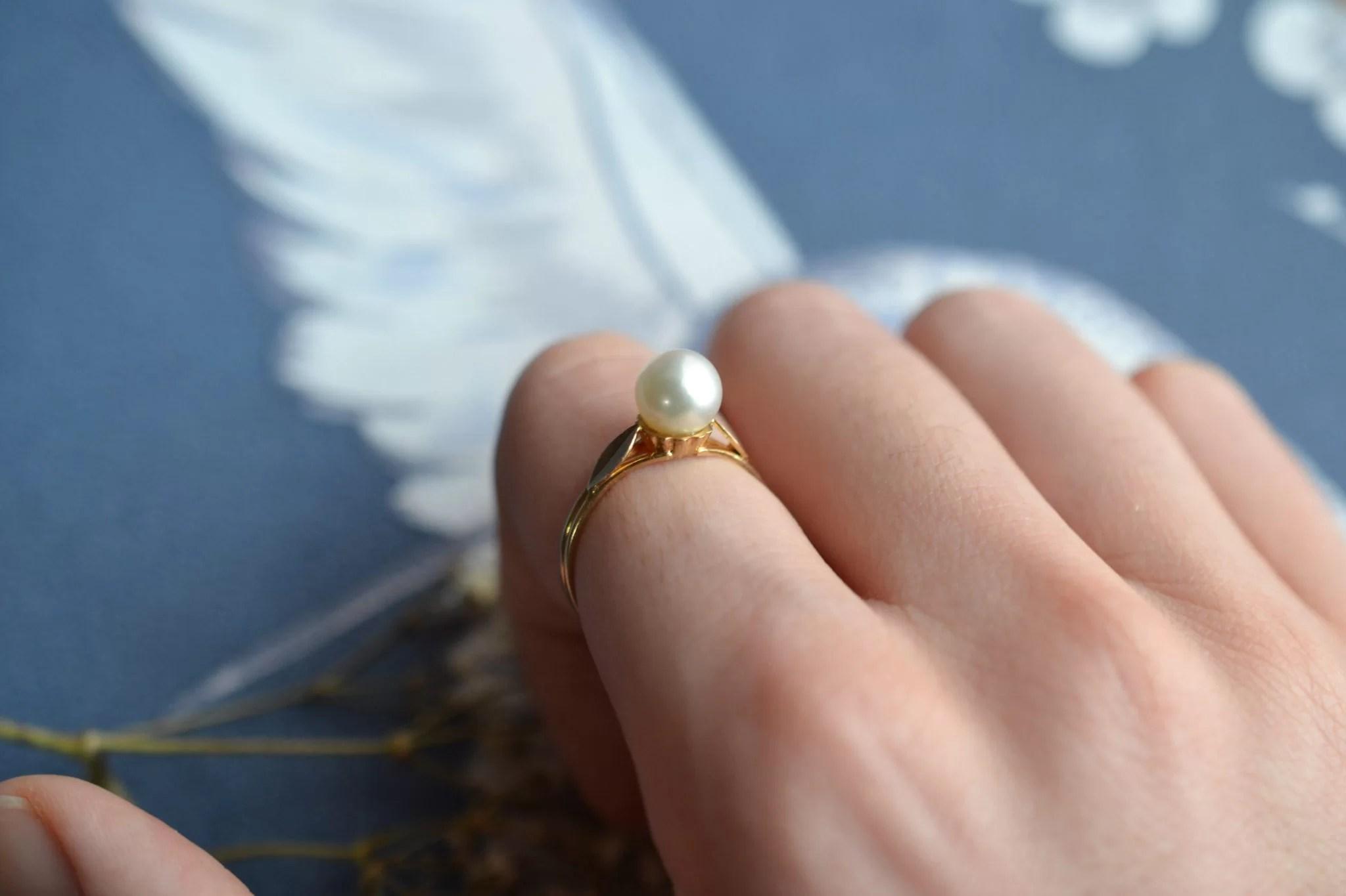 Bague en Or jaune ornée d_une perle - bague éthique