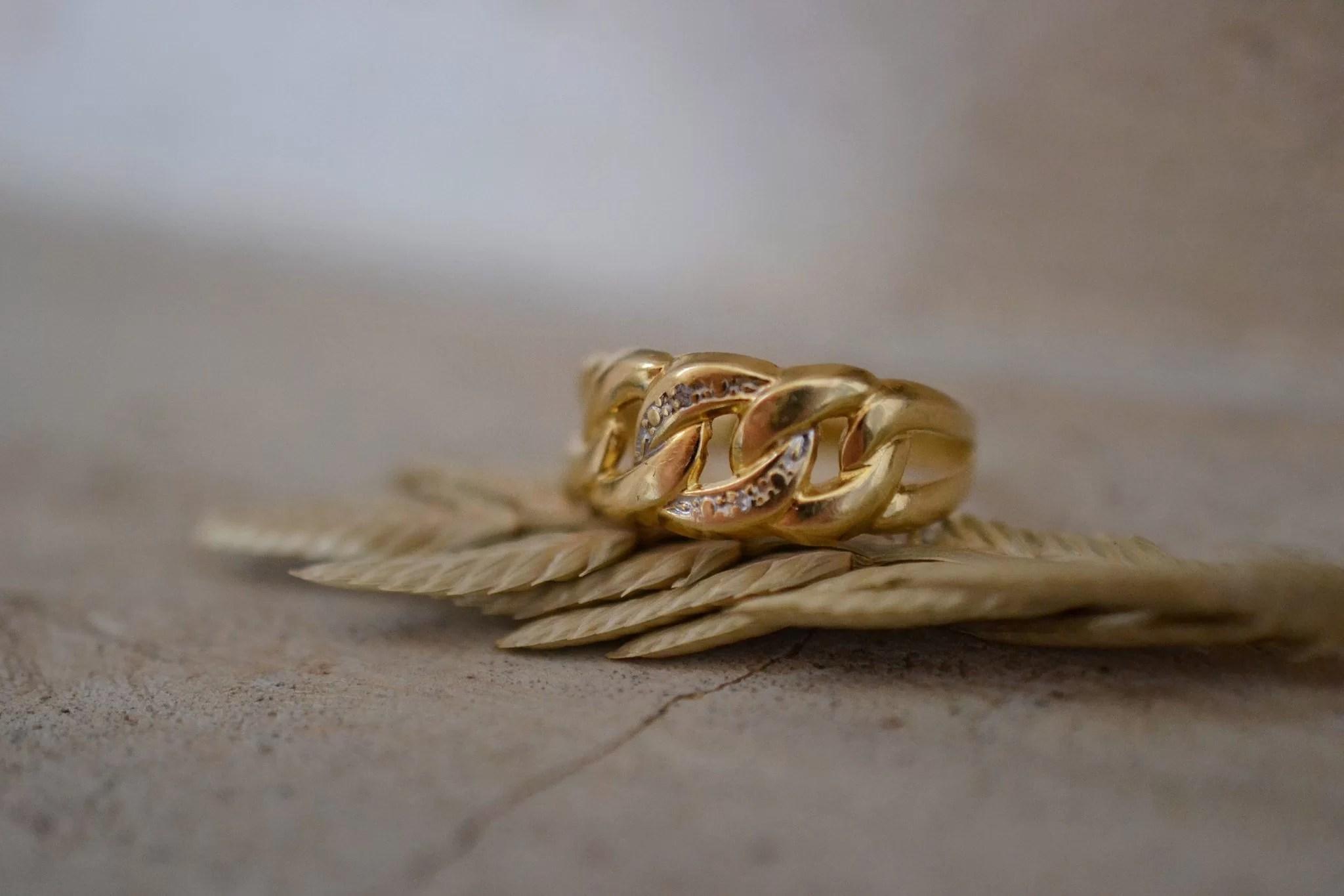 Bague boucles en Or jaune sertie de diamants - bague ancienne