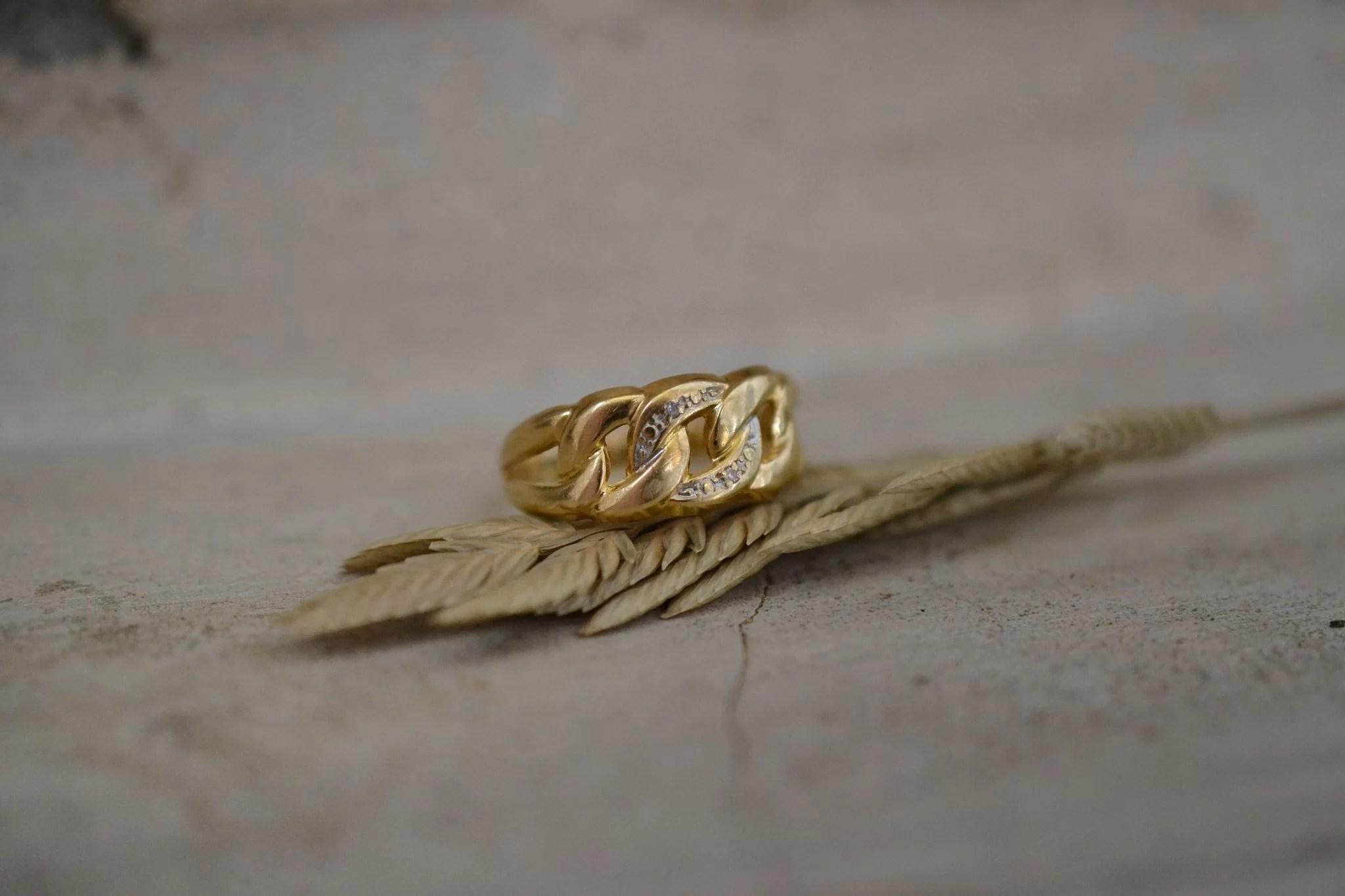Bague boucles en Or jaune sertie de diamants - bague rétro