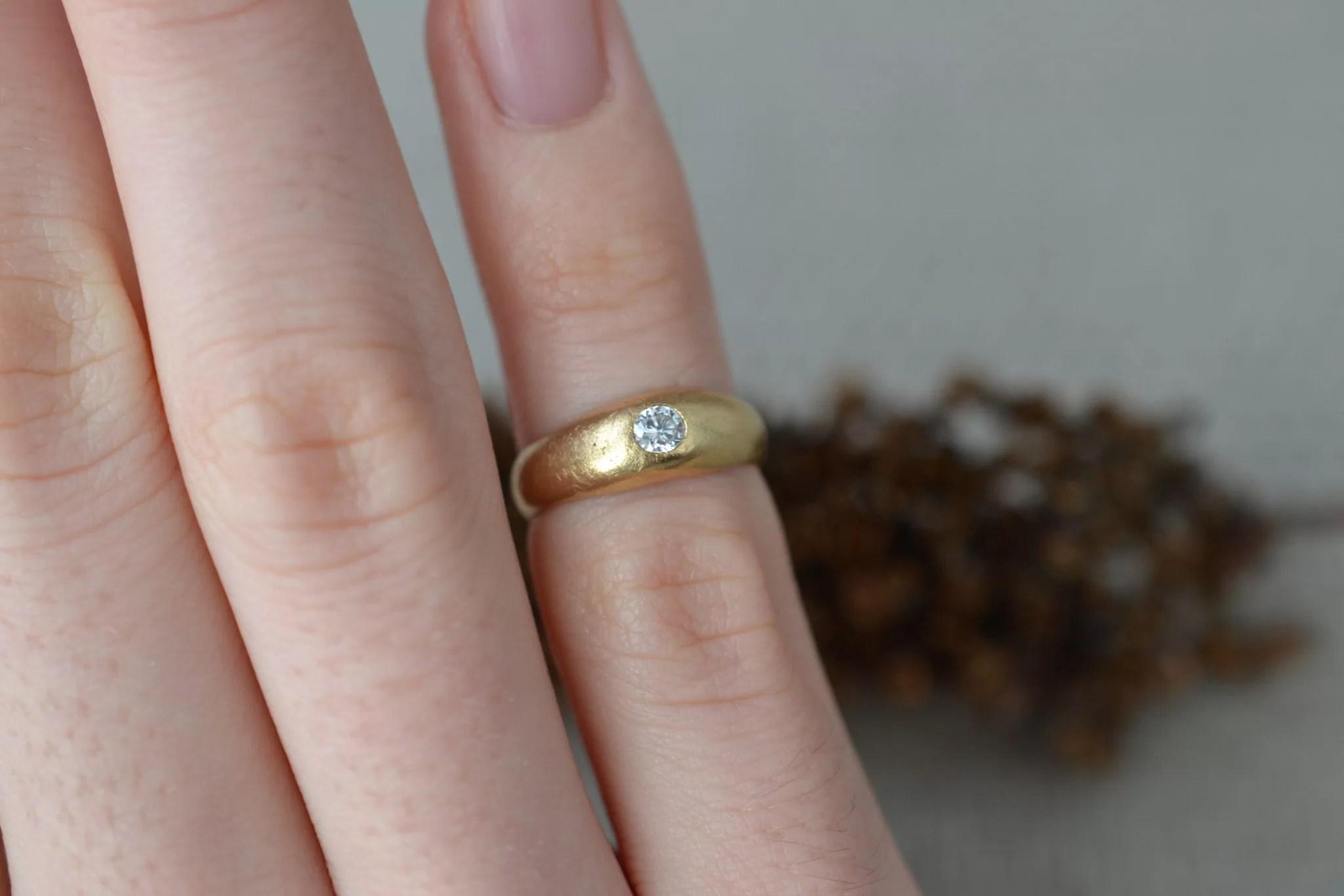 Bague en Or jaune sertie d_un diamant de taille brillant - bague d_occasion