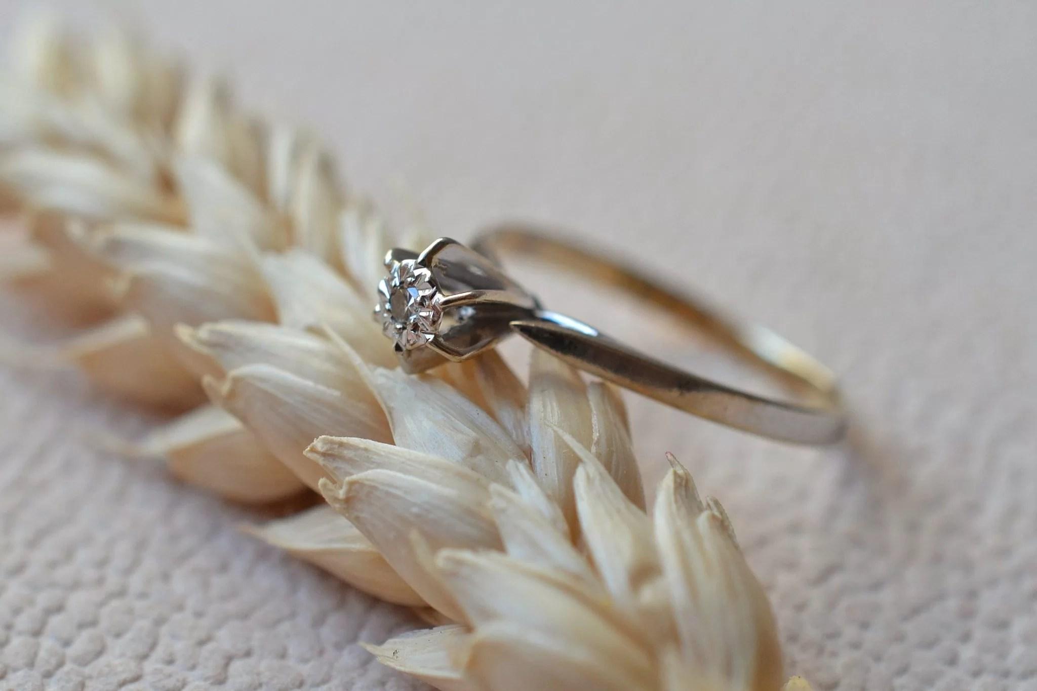Bague En Or Blanc Ornée D_un Diamant Taille 8_8 En Solitaire - Bague De Fiançailles De Seconde Main