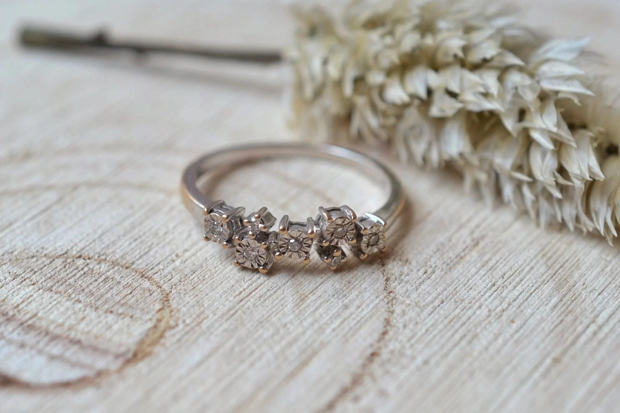Bague En Or Blanc Sertie De Diamants Brillantés - Bague De Fiançailles Vintage