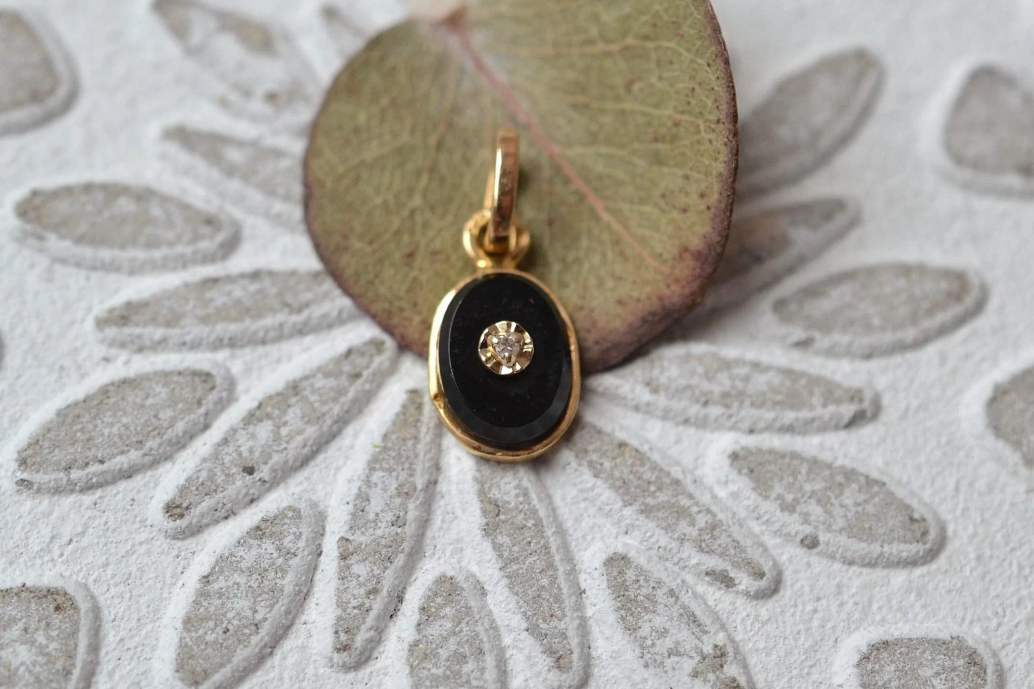 Pendentif en Or jaune rosé serti d_une plaque d_Onyx agrémentée d_un diamant - bijou de seconde main éthique