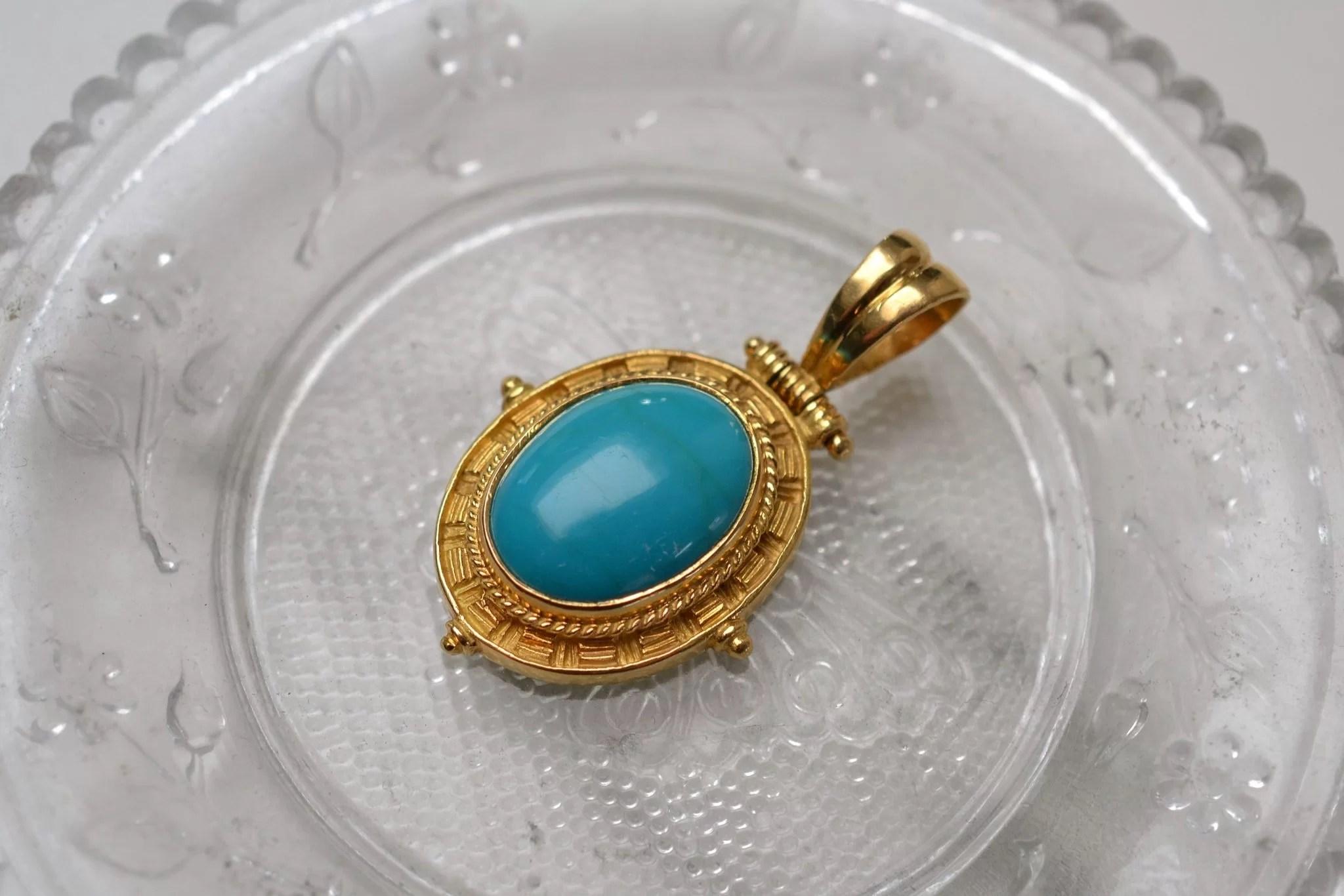 Pendentif en Or jaune sertie d_une turquoise - bijou ancien