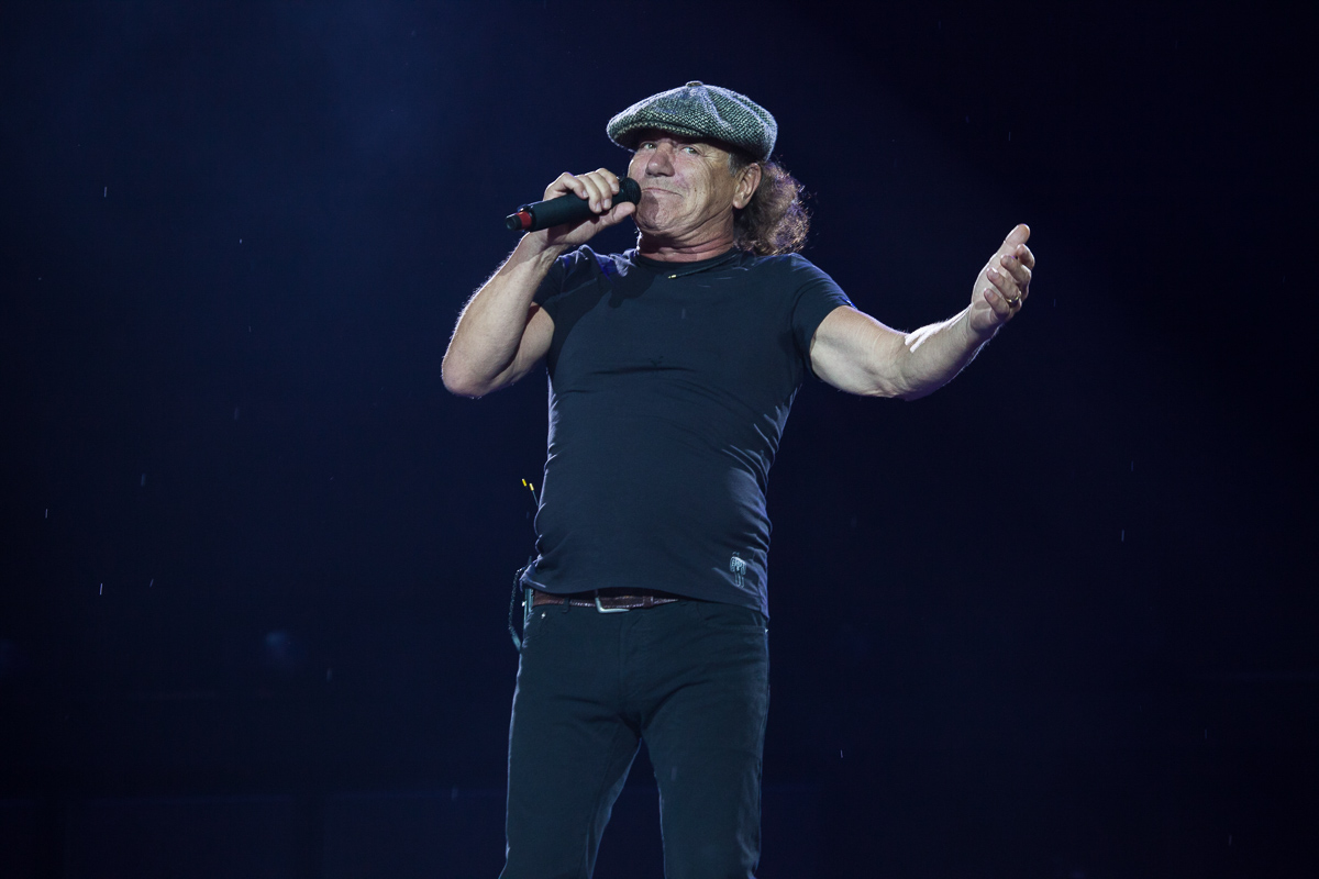 AC/DC's Brian Johnson And Robert Plant Do Surprise Live Jam