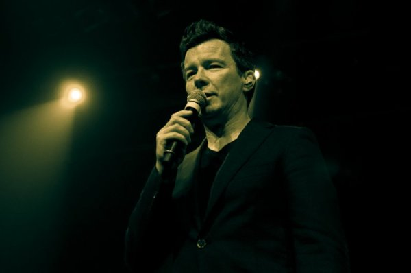 Rick Astley photo by Ros O'Gorman