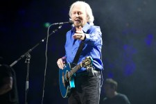 Barry Gibb at Rod Laver Arena photo by Ros O'Gorman