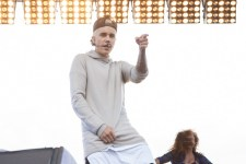 Justin-Bieber-performs-at-Cockatoo-Island-photo-by-Ros-OGorman