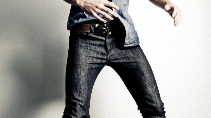 Model in skinny jeans
