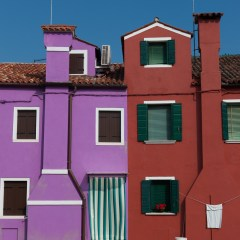 Purple and red Burano houses (454F27466)