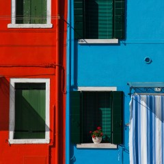 Red and blue Burano houses (454F27798)