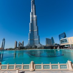 Boy and Burj Khalifa (454F34366)