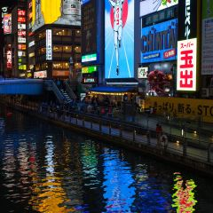 Dotonburi neon lights and reflections (454F42072)
