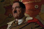 Adolf Hitler (Martin Wuttke)