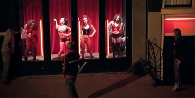 baile-barrio-rojo-amsterdam-video-deten-el-trafico