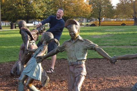 jugando-con-estatuas-03