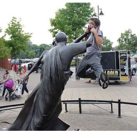 jugando-con-estatuas-25