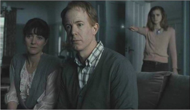 10.-Michelle-Fairely-or-Catelyn-Stark-has-played-Mrs.-Granger-in-Harry-Potter-and-The-Deathly-Hallows