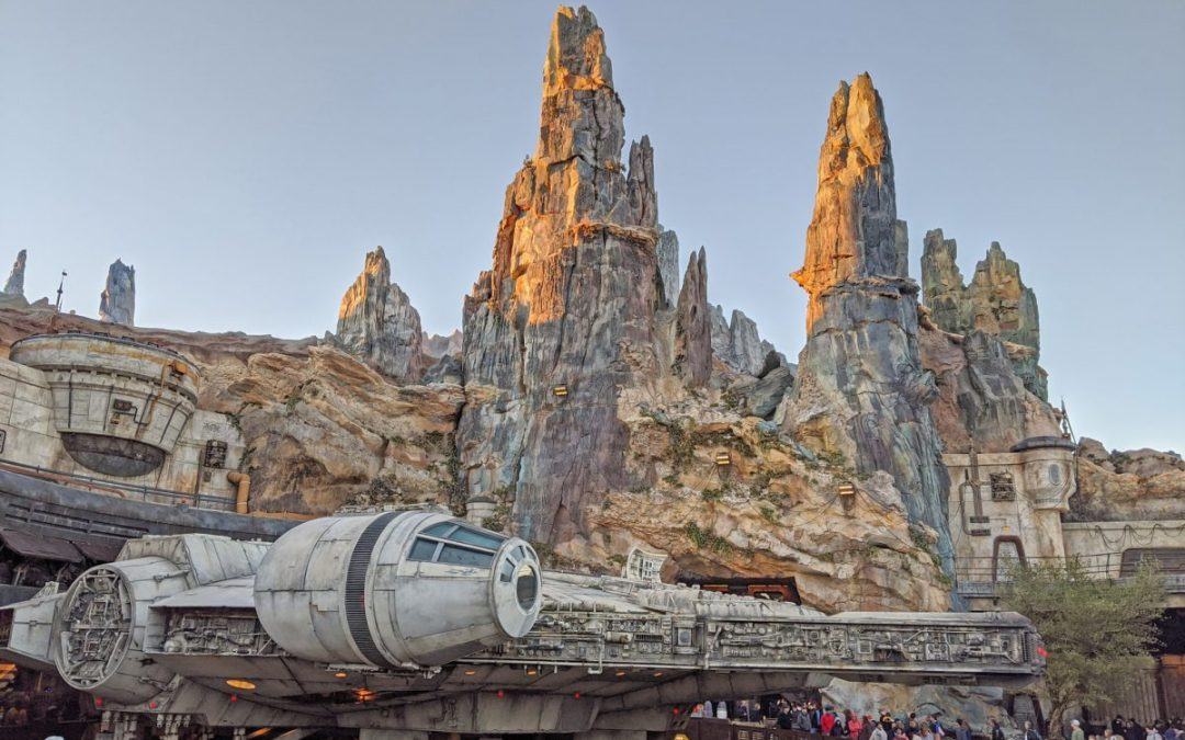 Millennium Falcon and mountains in Galaxy's Edge at Disney World