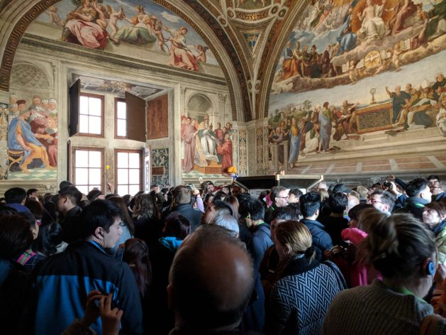 Crowds in the Vatican Museums - How to avoid travel mistakes
