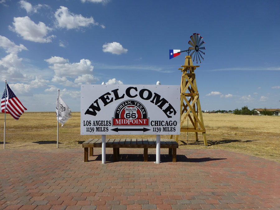 Welcome sign along Route 66