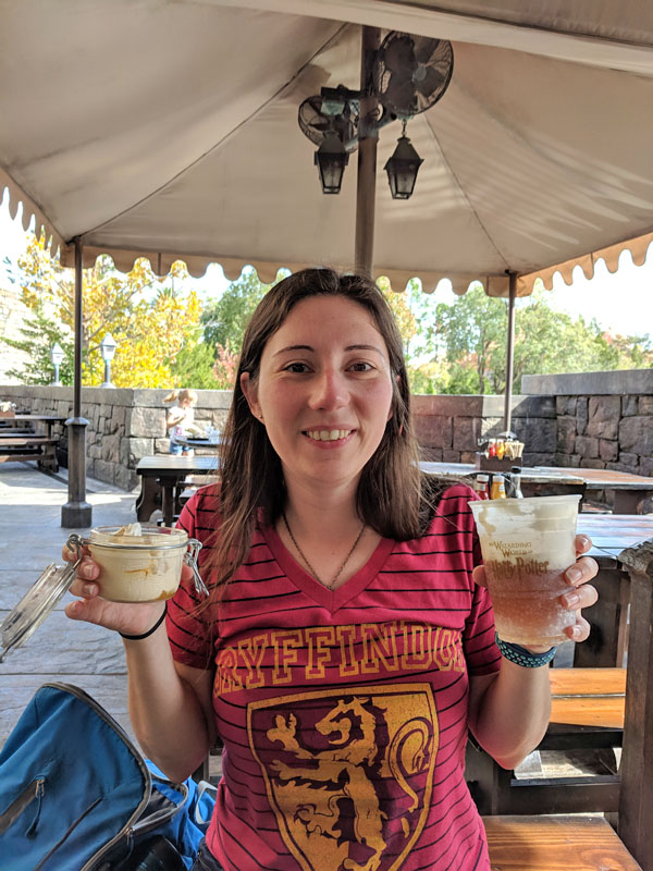 Woman holding two kinds of butterbeer at Universal Studios
