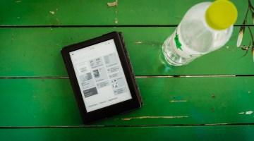 Liseuse numérique en voyage