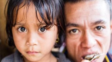 Un-père-et-sa-fille-Myanmar