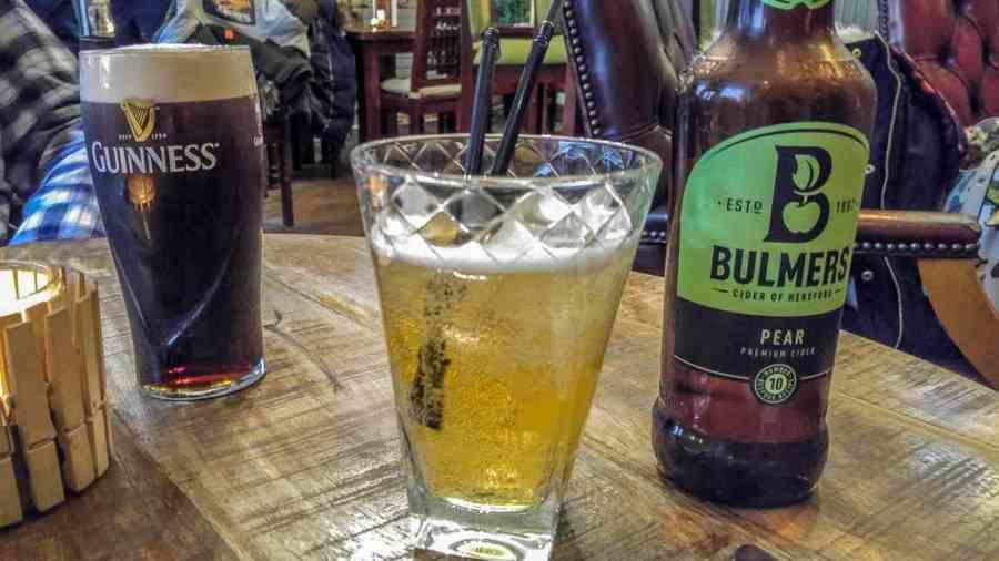 rainy day activities in edinburgh pub