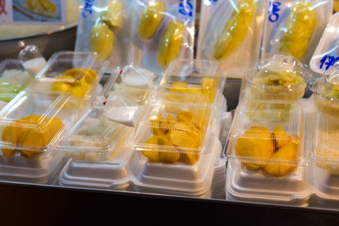 thailand, bangkok,mamoang khao niau, mango with sticky rice, chinatown, street food