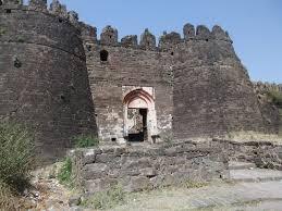 tourist places to visit around aurangabad Daultabad Fort
