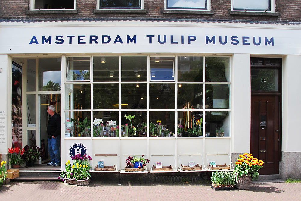The facade of the Amsterdam Tulip Museum, with flowers and bulbs of many kidns for sale.