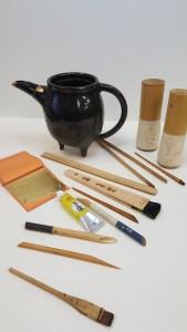 Kintsugi-atelier-nombre-or-doreur-feuille-bois-bruno-toupry-restaurateur-designer-oeuvre-art-paris-dorure-kintsugi-restauration-poudre-or-laque-naturelle-urushi