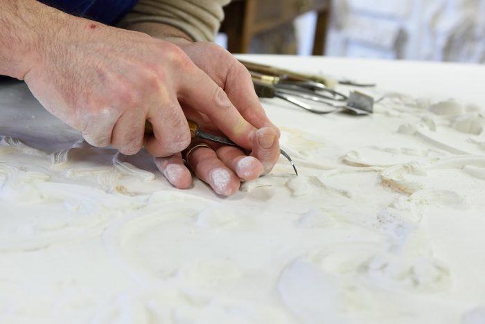 art-atelier-nombre-d'or-doreur-feuille-d'or-bois- staff-métal-verre- résine-plâtre-bruno-toupry-restaurateur-designer-oeuvre-art-paris-dorure-sculpture-or-ebenisterie-reparure