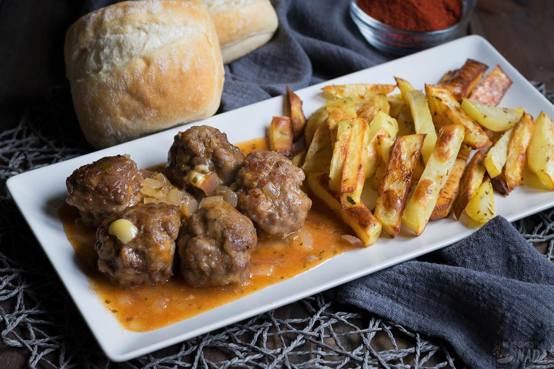 Albóndigas en salsa de pimentón y orégano