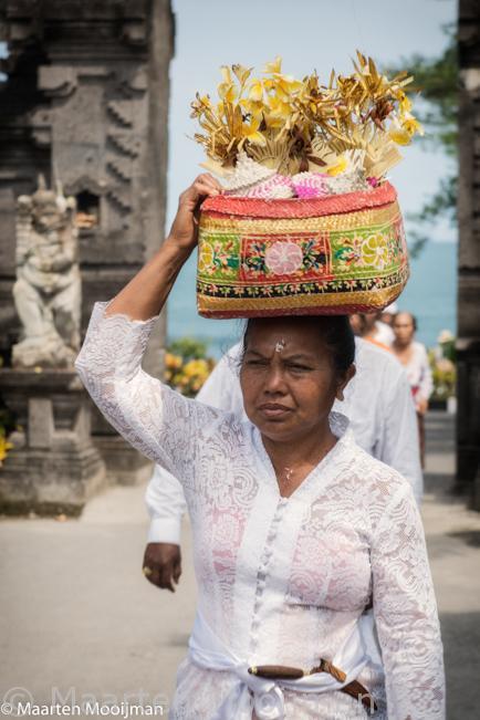 ritual Bali women
