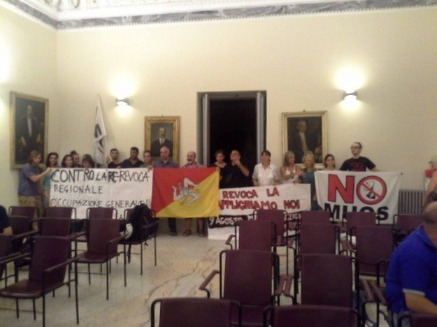 Seduta straordinaria del Consiglio Comunale di Caltagirone. Unico tema: MUOS