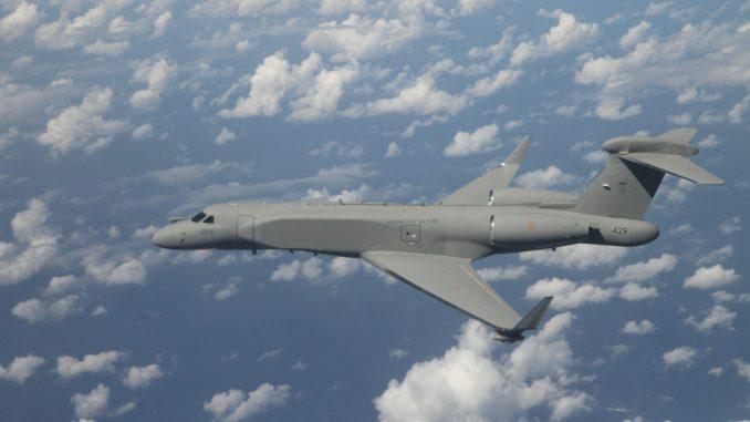 Ma quale emergenza? L'Italia compra uno stormo di aerei spia hi-tech. Costo: mezzo miliardo di euro ciascuno.