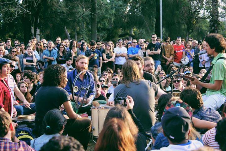 A banda Apanhador Só fez mais um de seus shows acústicos na redenção (Foto: Nicole Silveira)