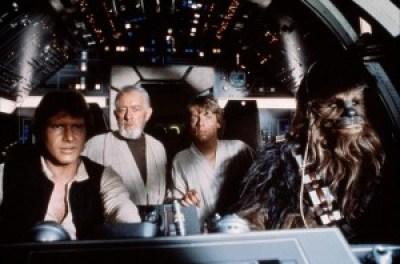 Han Solo, Chewbacca, Obi-Wan Kenobi e Luke Skywalker a bordo da Millenium Falcom