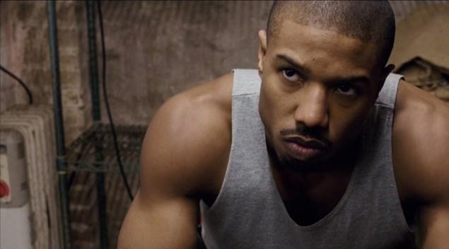 Michael B. Jordan é Adonis Johnson e percorre seu sonho de se tornar também um lutador (Crédito: Warner Bros/Divulgação)