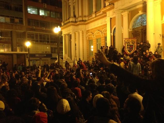 Ato ocorreu em frente ao Paço Municipal, no centro histórico (Foto: Roberta Mello)