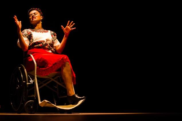 Juçara é a idealizadora e atriz do espetáculo (Foto: Erick Peres/Nonada)