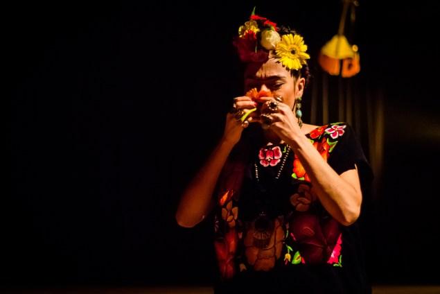 Juçara Gaspar interpreta Frida (Foto: Erick Peres/Nonada)
