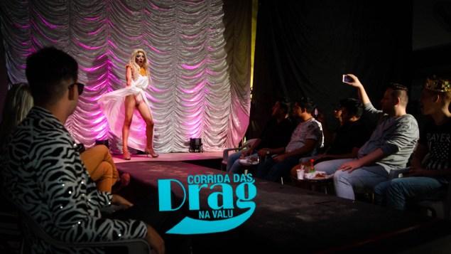 O desfile é inspirado no seriado americano Ru Paul's Drag Race (Foto: divulgação)