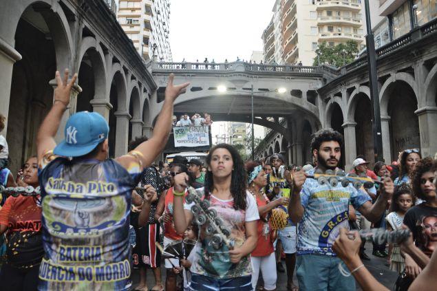 A Subida da Borges reuniu integrantes de várias escolas de samba de Porto Alegre (Foto: Douglas Freitas/Nonada)